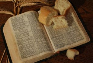 Alkitab makanan roti hidup