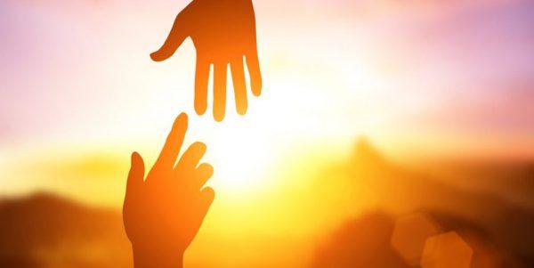 Roh Kudus menolong kita